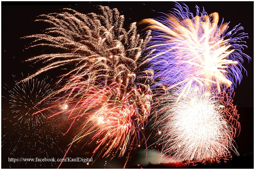 Collage eines Feuerwerks der Dürener Annakirmes 2013, von Peter Kaul