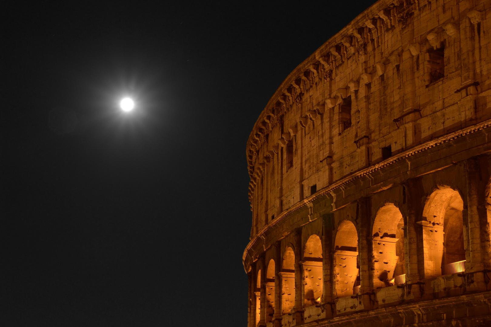 Collosseum in Rom bei Nacht