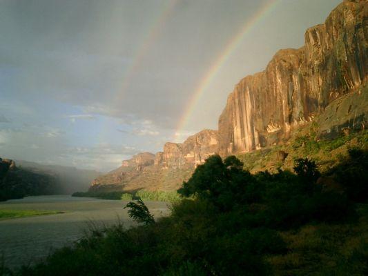 Colorado River - Redrocks - Rainbow