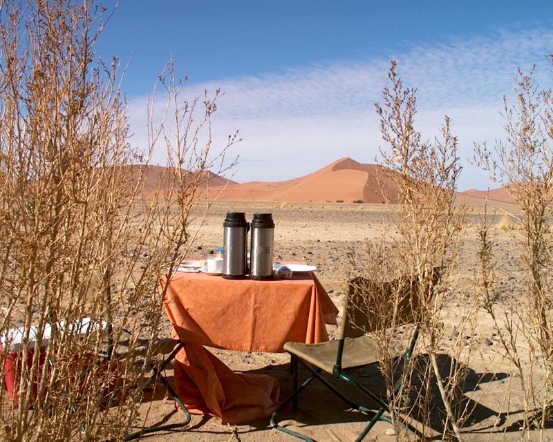 colours of Namibia - desert breakfast