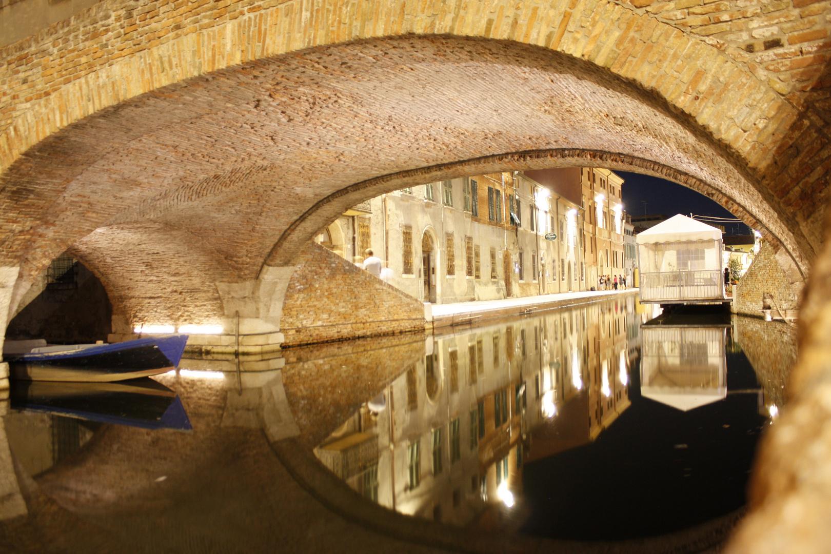 Comacchio in der Nacht (1)