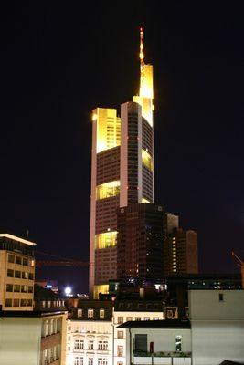 Commerzbank bei Nacht