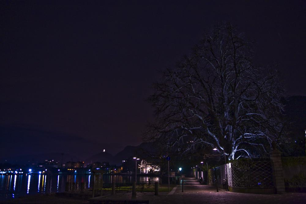 Como di notte lungo lago