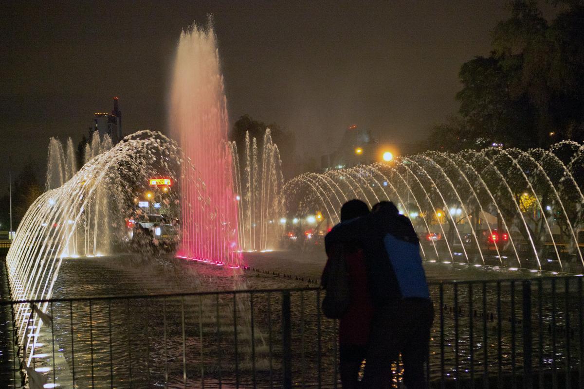 Compartiendo momentos de luz en la noche