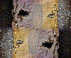 Composition à partir d'une tache de goudron sur un vieux mur....