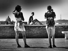 composizione di tre ragazze con S. Pietro e pilone