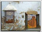 Con la puerta abierta. Tossa (Girona)
