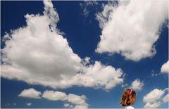 con la testa tra le nuvole