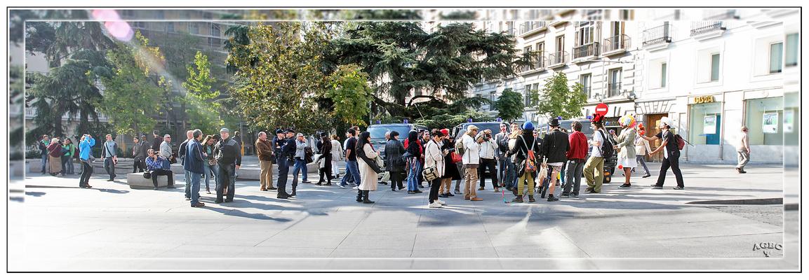 Concentracion de fotografos (y payasos) frente al Congreso GKM3