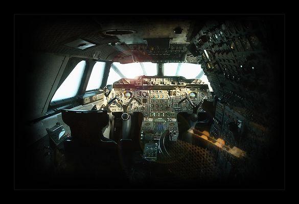 << Concorde Cockpit >>