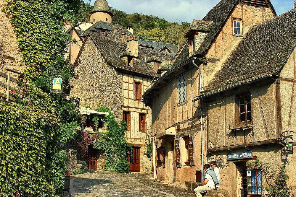 Conques un des plus beaux villages de france photo et for Beau village autour de toulouse