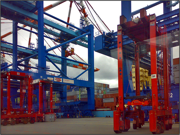 Container handling [ @ Port of Bremerhaven ]