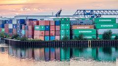 Container im Dortmunder Kanalhafen
