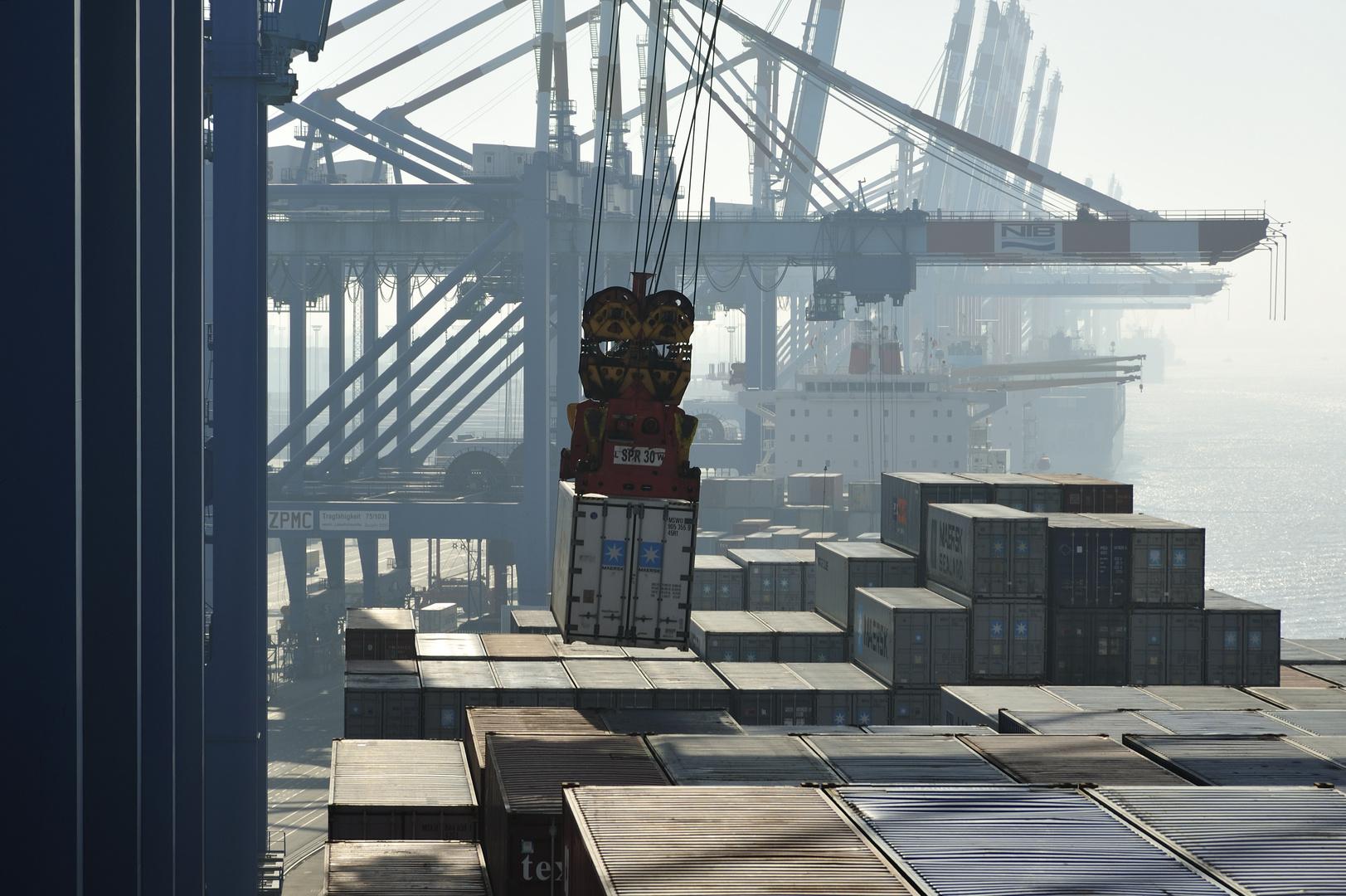 Container Terminal Bremerhaven - 02