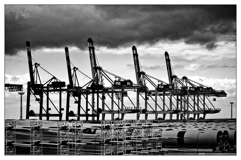 *Containerbrücken*