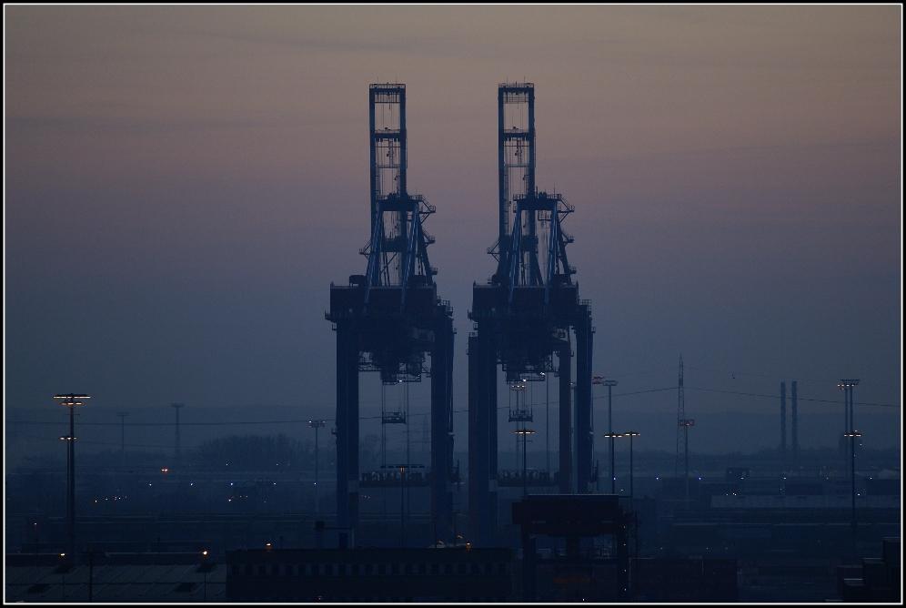 Containerbrückendämmerung