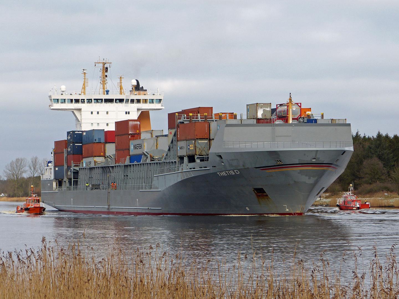 Containerfrachter Thetis D am 6.2.2013 im Kiel Canal bei Lotsenstation Rüsterbergen