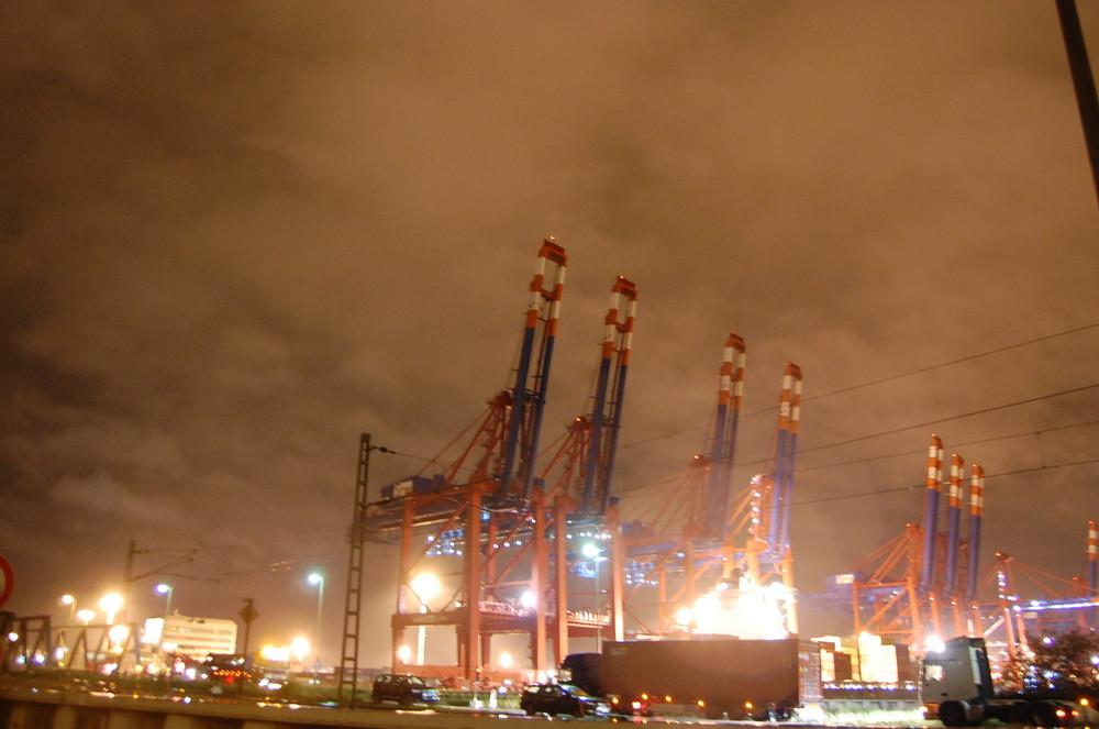 Containerladekräne im Hamburger Freihafen