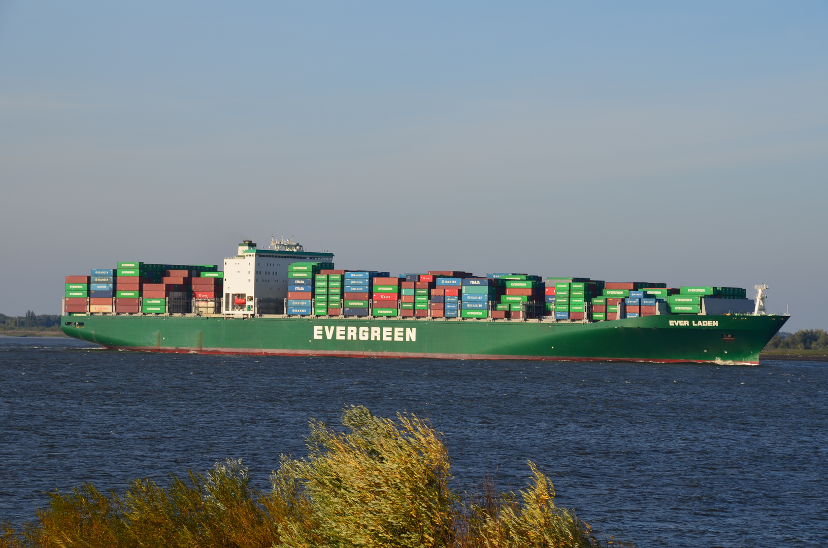"Containerschiff ""Ever Laden"""