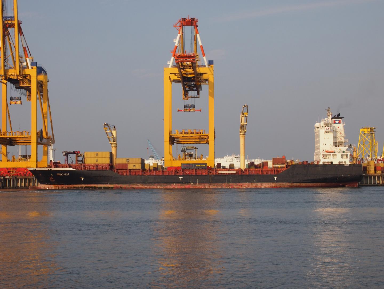 Containerschiff Heluan
