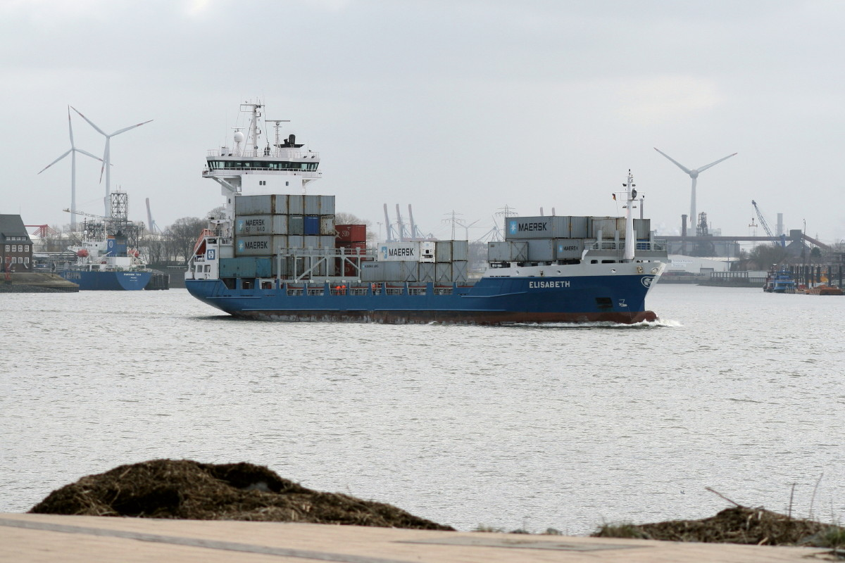Containerschiff in Teufelsbrück Hamburg III