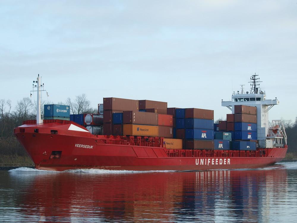 Containerschiff VEERSEDIJK auf dem Nord-Ostsee-Kanal