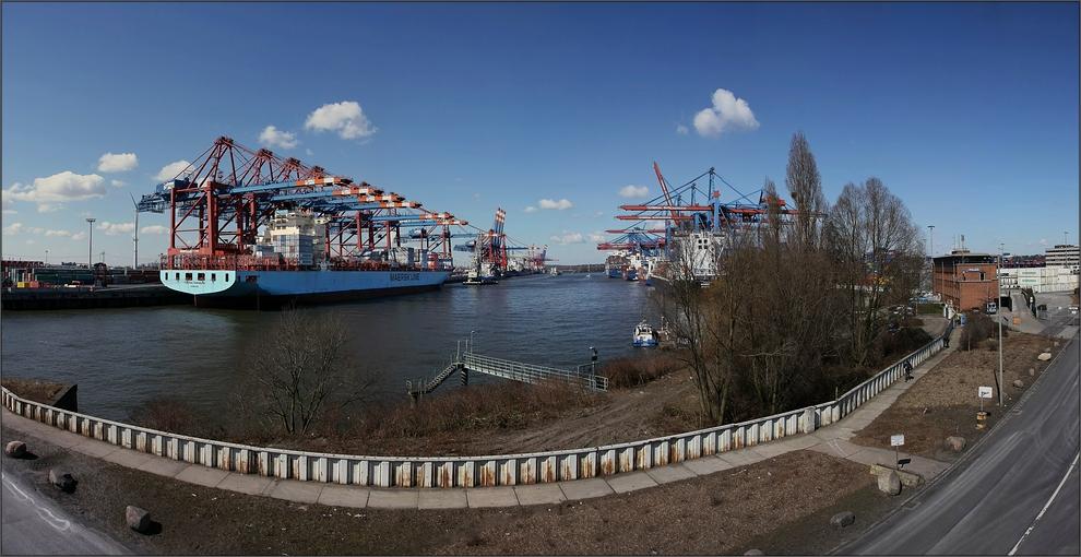 * Containerterminal *+