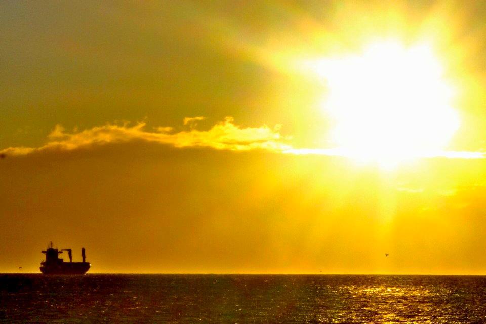 Conteinero en Estrecho de Magallanes