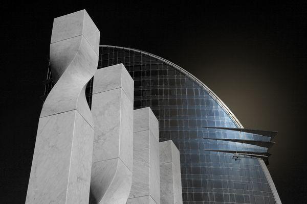 Contraste de marmol y cristal.
