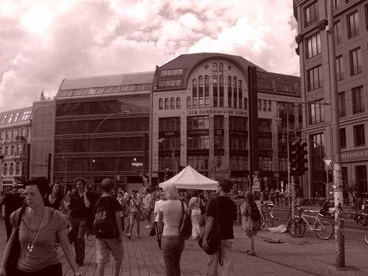 Converging: Hackesche Höfe (Berlin-Sepia-Projekt - Pic. 012)