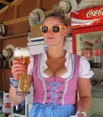Cooles Girl und cooles Bier