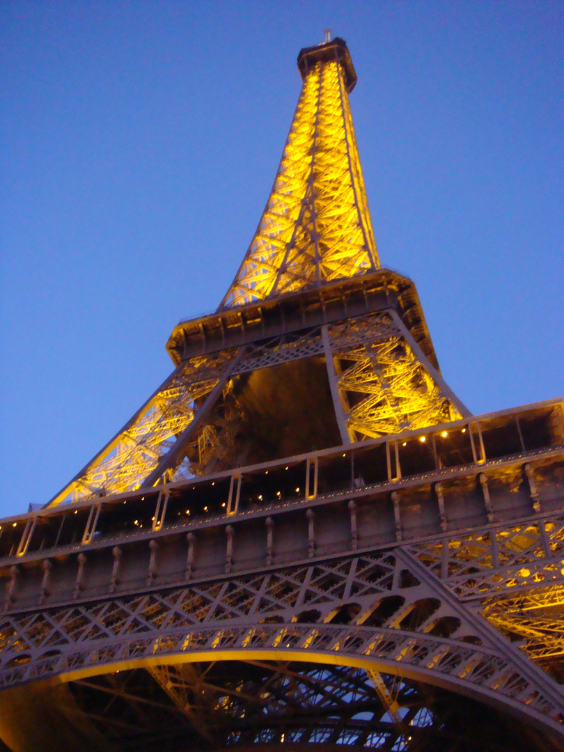 """Copyrignt Tour Eiffel- Iluminations Pierre Bideau"""