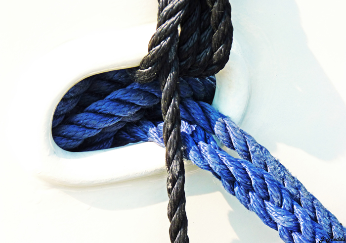 cordes sortant du bateau