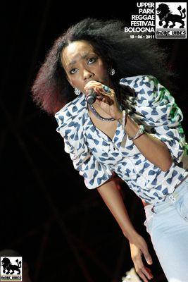 Corista di Alborosie @ Upper Park Reggae Festival (BO) 18-06-2011