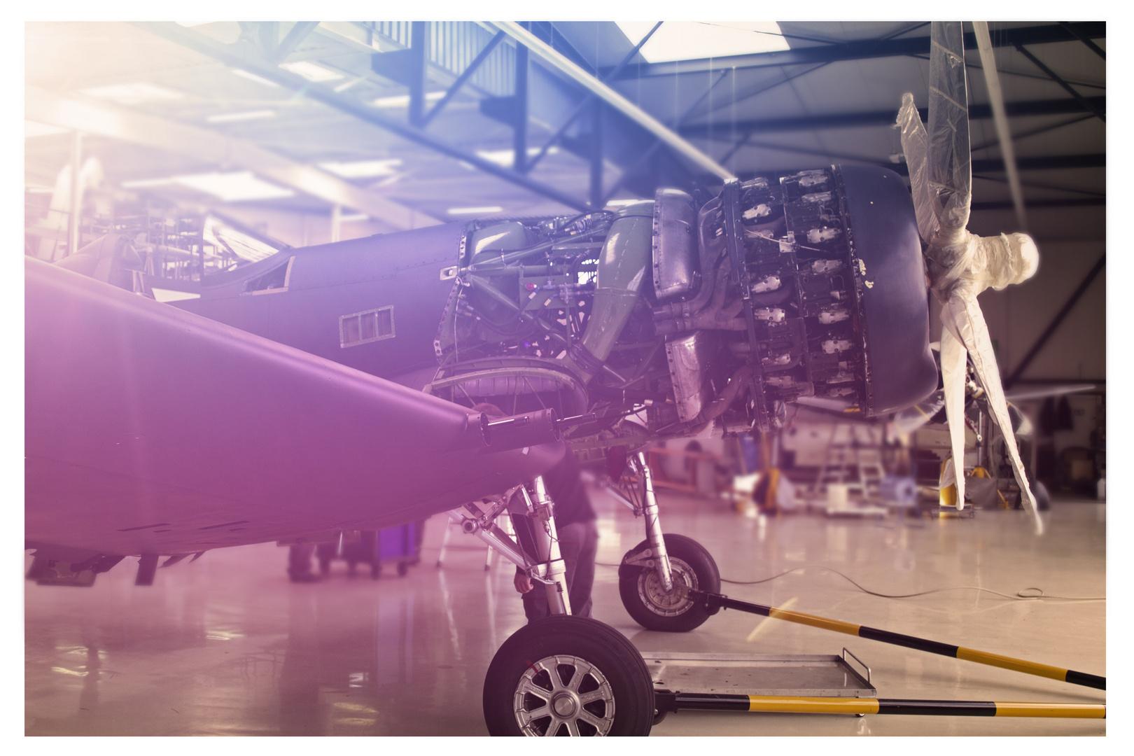 Corsair im Hangar