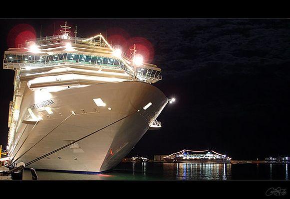 Costa Fortuna bei Nacht