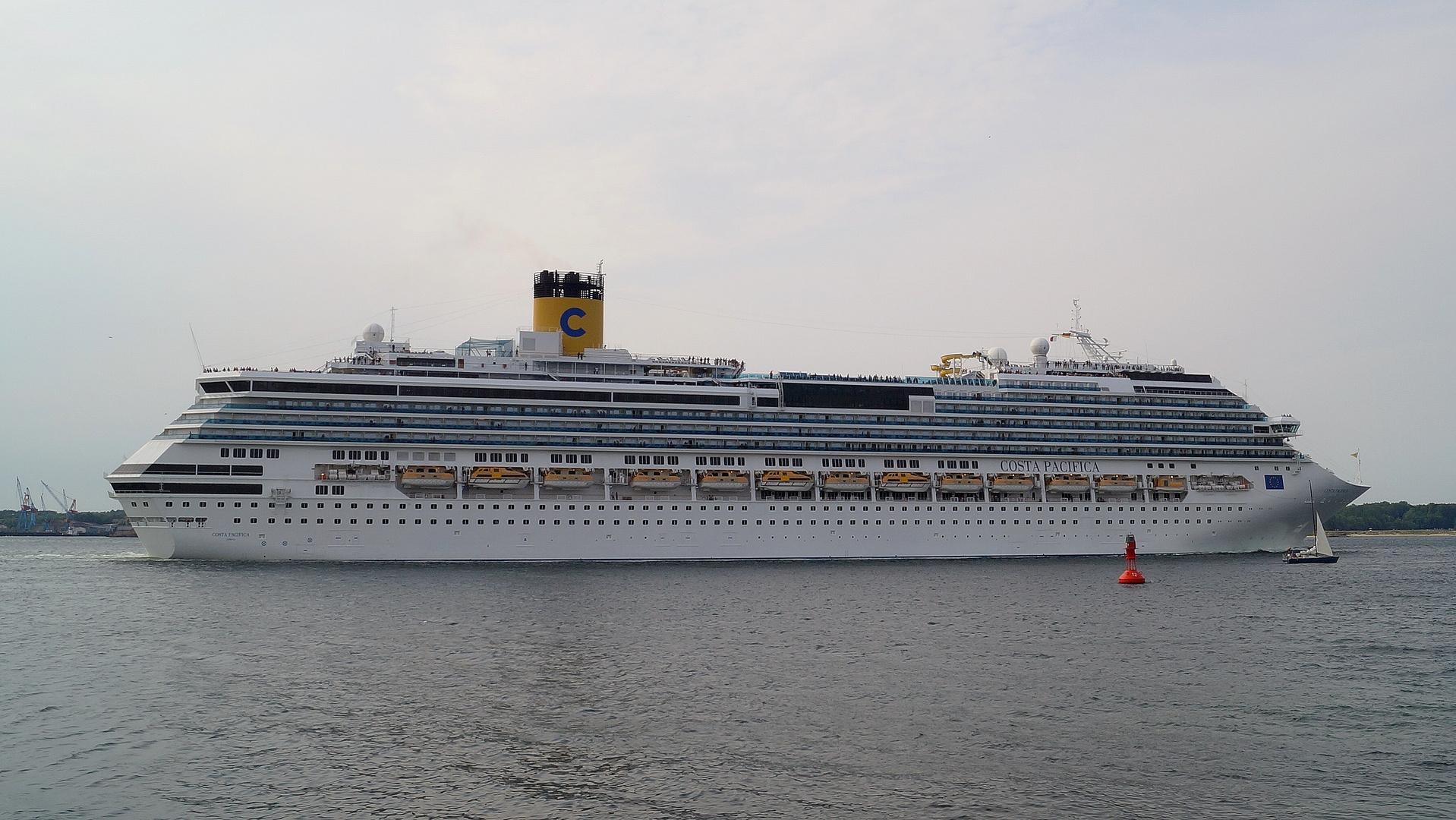 Costa Pacifica verläßt Kiel 20.07.2014 Bild 2