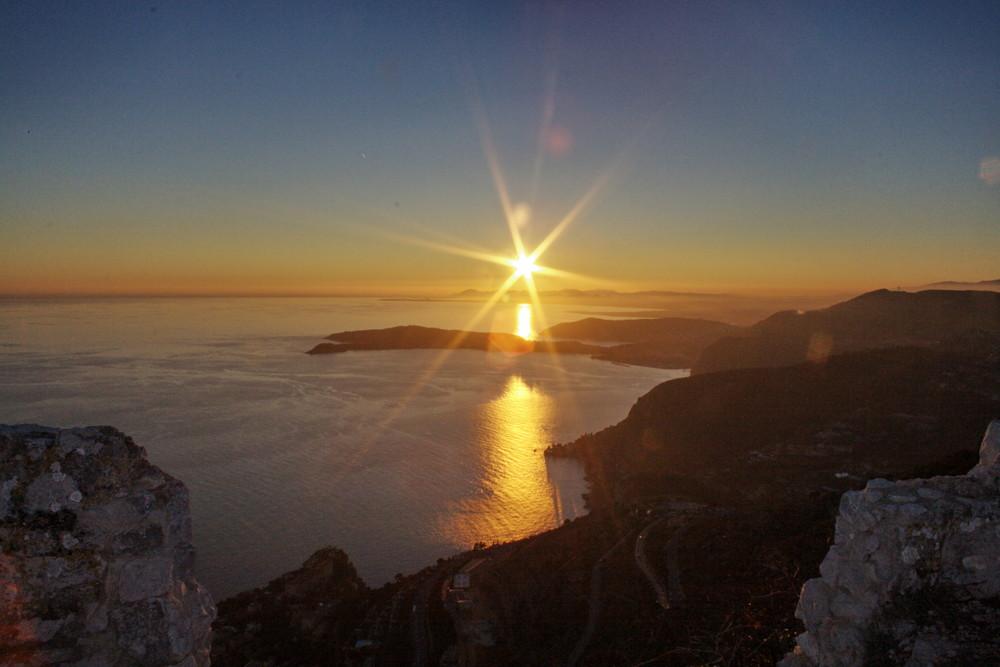 couche de soleil a la tete de chien 06000