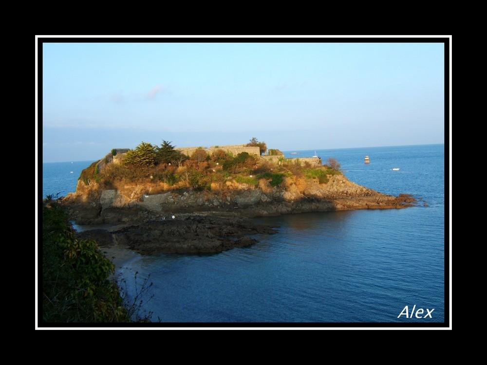 couché de soleil sur l' île abandonnée