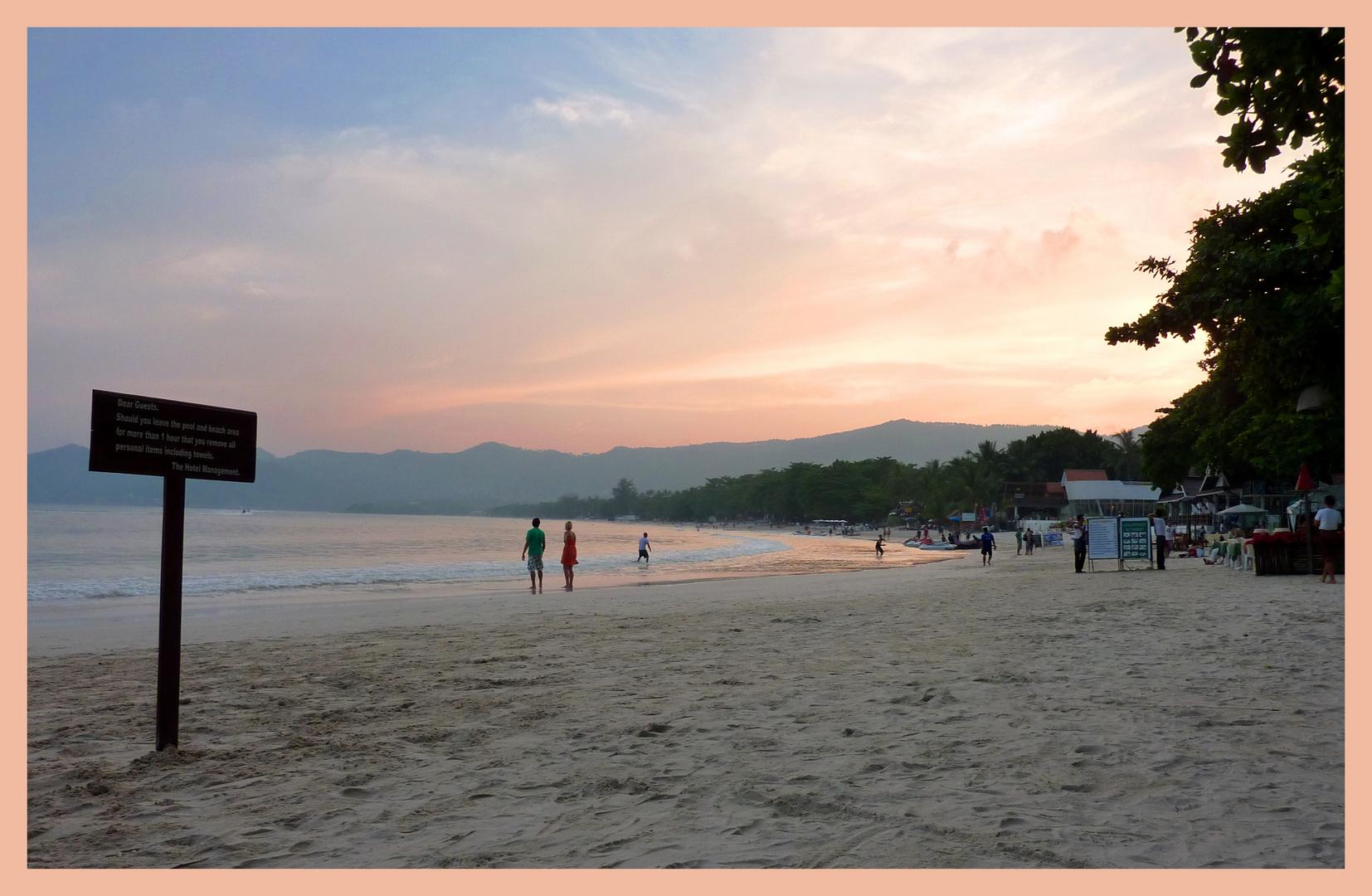 Couché de soleil sur la plage de Chaweng (koh Samui-Thailande)