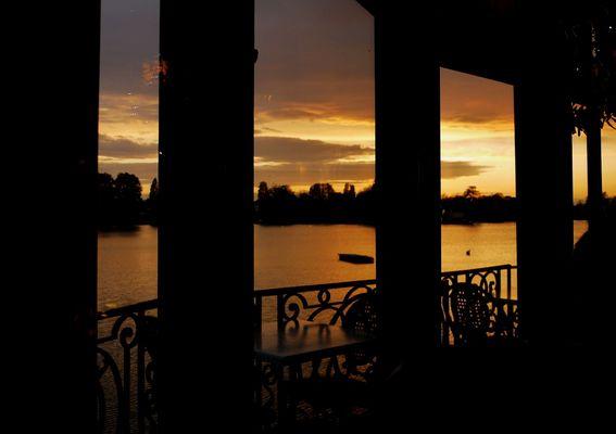 Couché de soleil sur le lac d'Enghien.