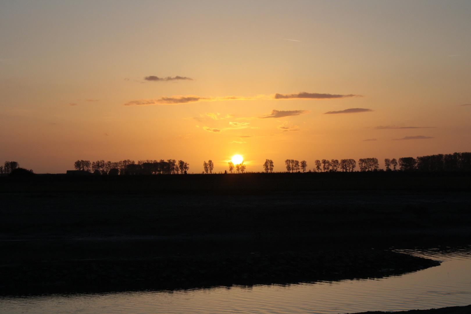 coucher de soleil dans la baie du mont st michel