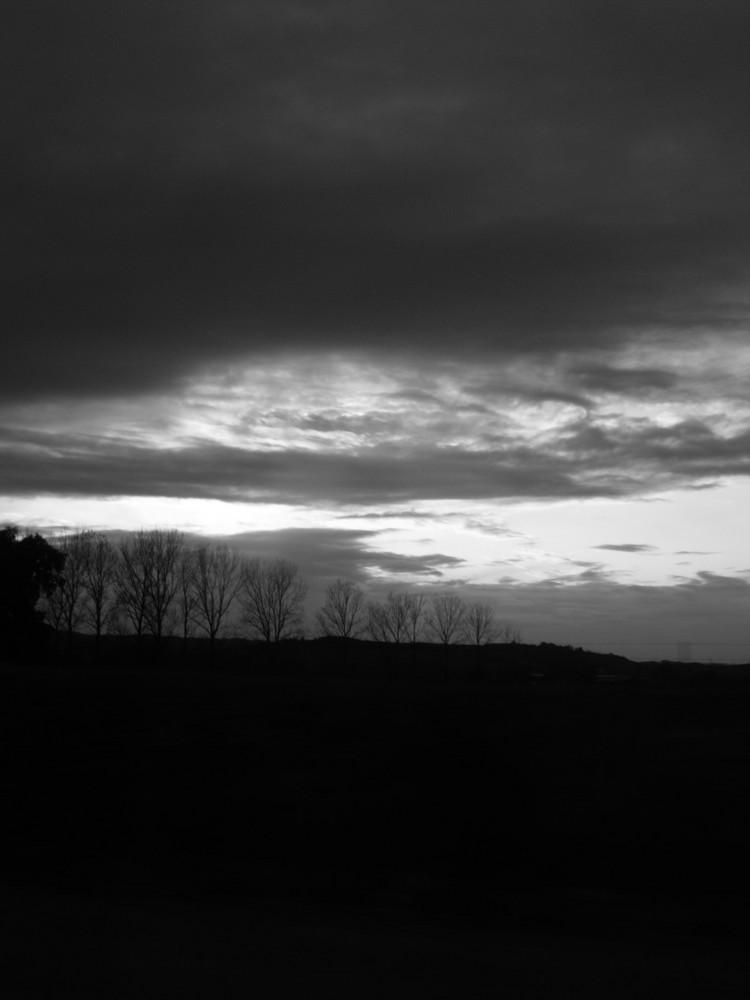 coucher de soleil en noir et blanc