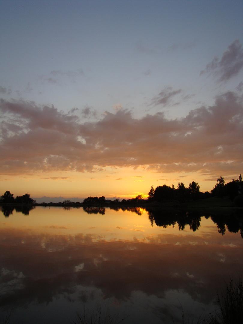 Coucher de soleil lac de la Tour d'Auvergne