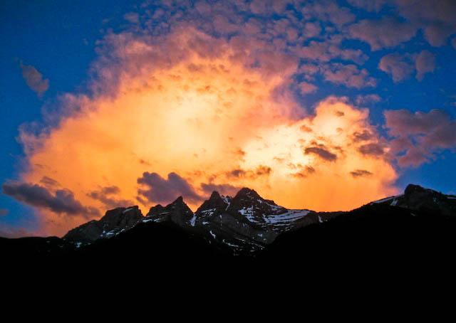 coucher de soleil montagneux