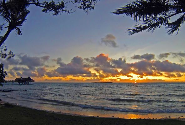 Coucher de soleil sur Anse Vata et les îles -- Sonnenuntergang über Anse Vata und die Inseln