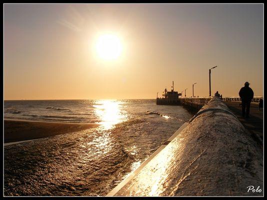 Coucher de soleil sur la jetée d'Oostende