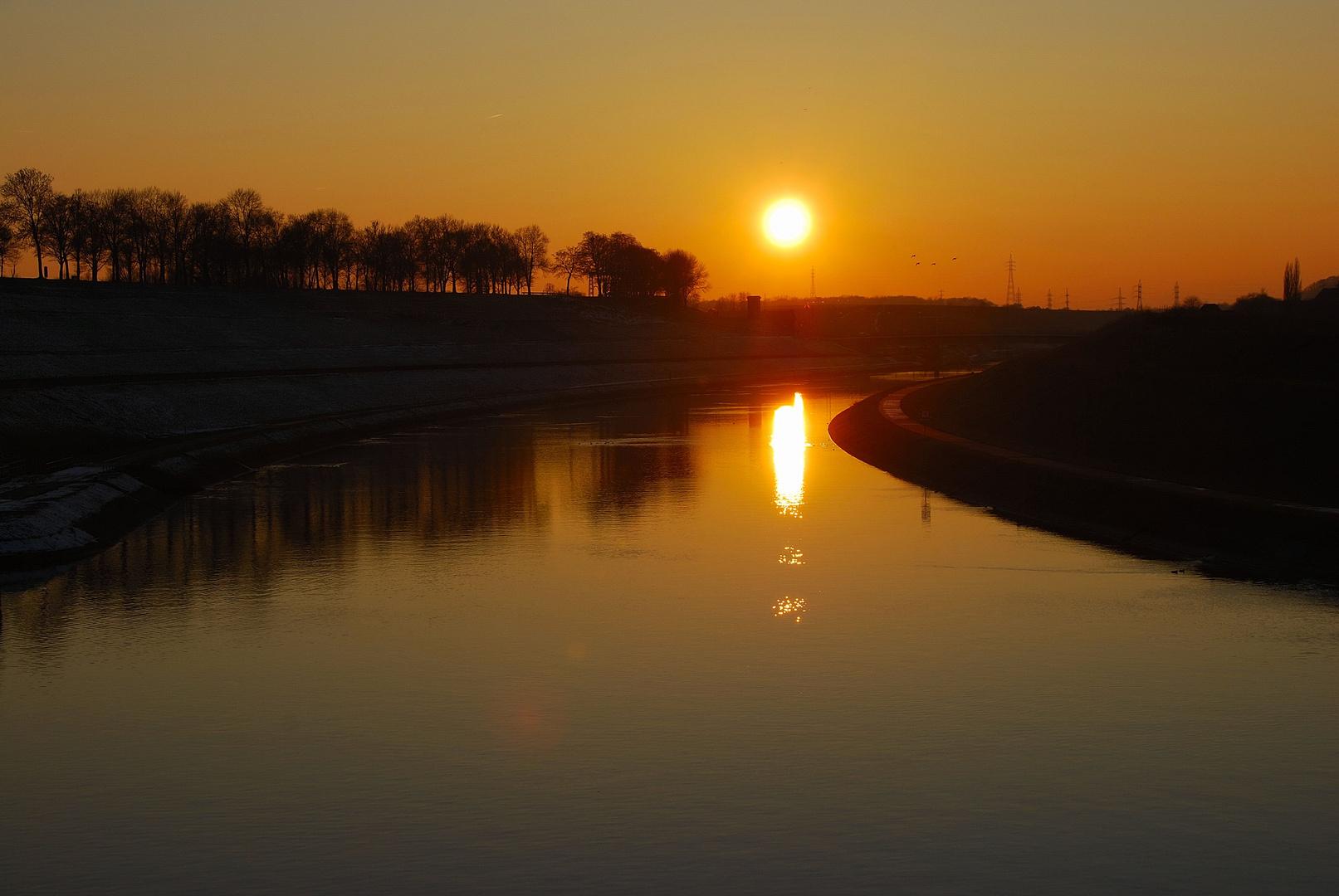 Coucher de soleil sur le canal du centre