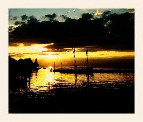 coucher de soleil sur le lac Léman à EVIAN