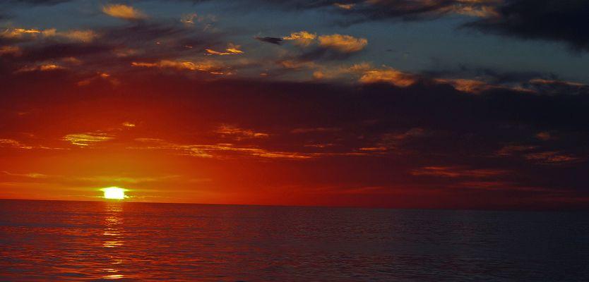 coucher de soleil sur le Pacific 300 miles au large des cotes de la californie
